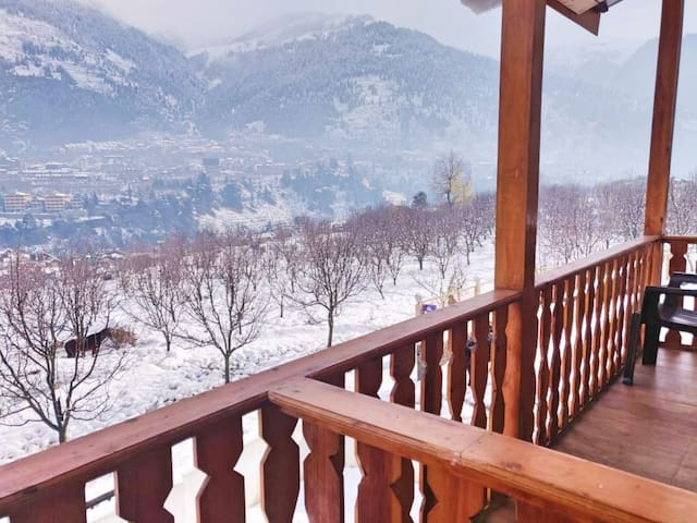 G Villas- Luxurious Cottage with Balcony