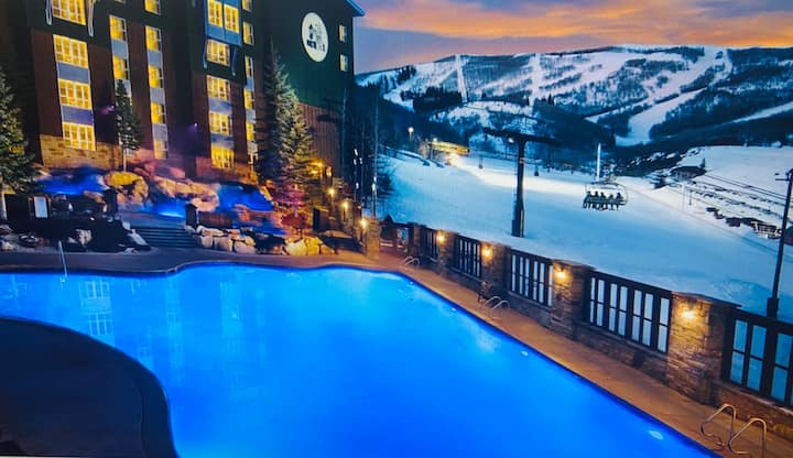 Ski all day & relax in (Covid-safe) Hottub & Pool!