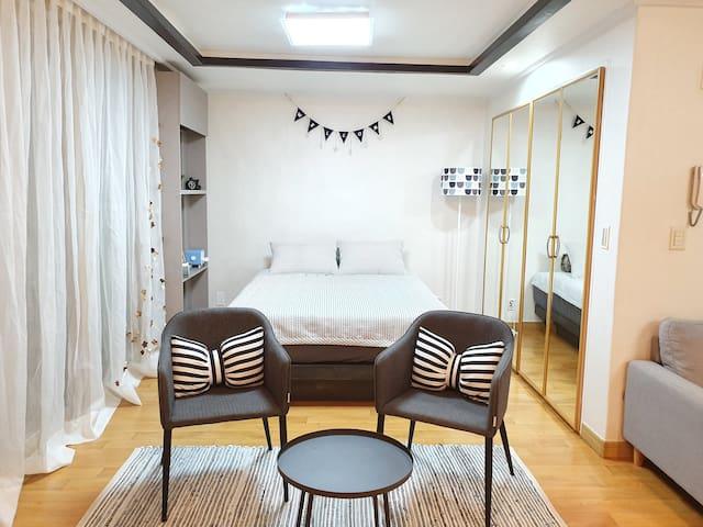 Young's zone/아파트-유스퀘어(광주광천터미널)도보3분- 광주비엔날레 매일침구세탁