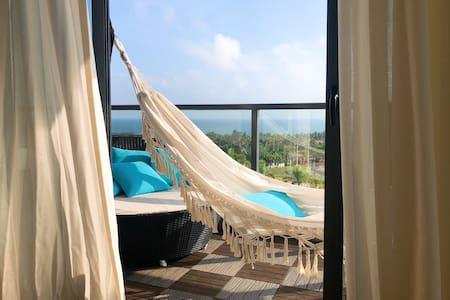 走路到海边5分钟/設計師的海景度假屋 # 阳台可看火箭发射#完善厨房 # 十米露台吊床#泳池