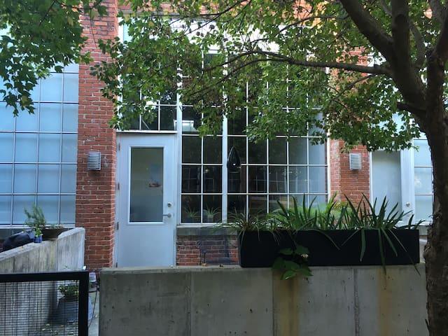 Quiet Loft - Downtown Living - Historic Building - Durham - Loft-asunto