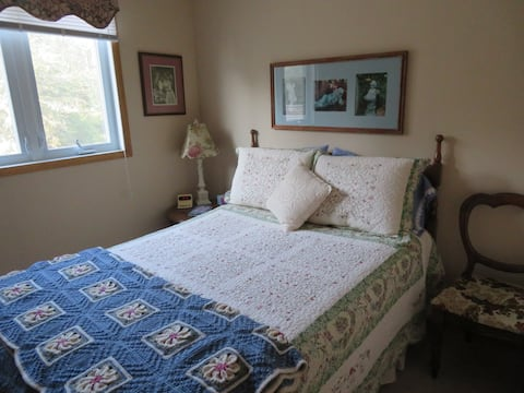 Country Cozy B&B - Country Garden Room