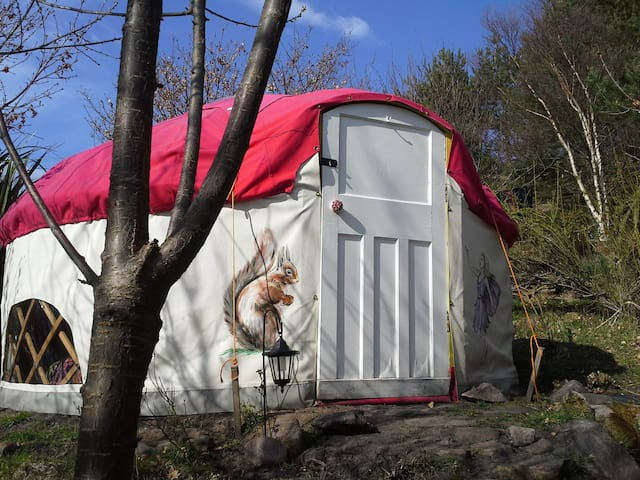 Jeannie's mushRoom yurt (on Scoraig)