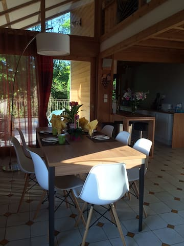 120 m2 Family home at the border of the city - Besançon - House