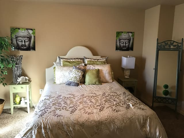 Charming Room in Gated Community - Tomball - Casa