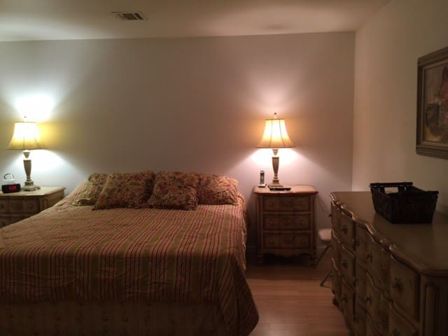 CHARMING 30 MIN NYC ONE BED APART IN PARAMUS