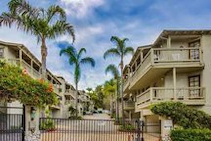 Walkable 2bed/bath Old Town Condo with patio/views - San Diego - Appartement