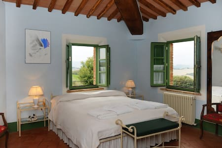 Romantic bedroom and breathtaking views - Buonconvento