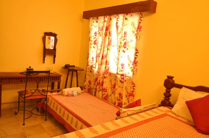 Jaipur Home Stay: Standard Room - Jaipur - Bed & Breakfast