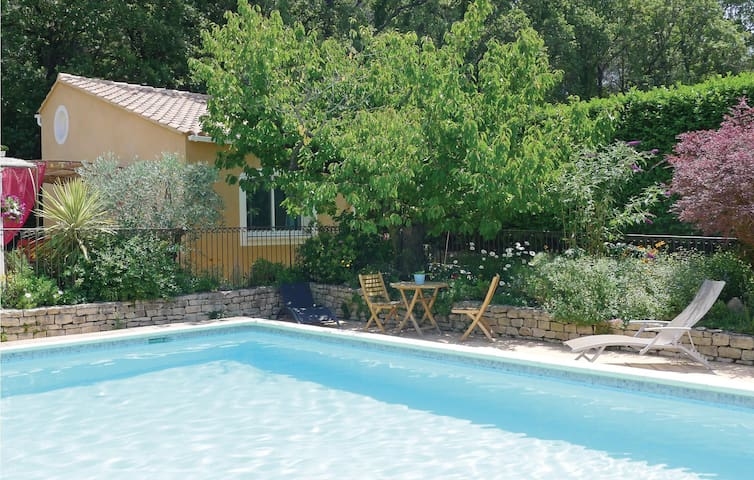 Holiday cottage with 1 bedroom on 42 m² in Eyragues