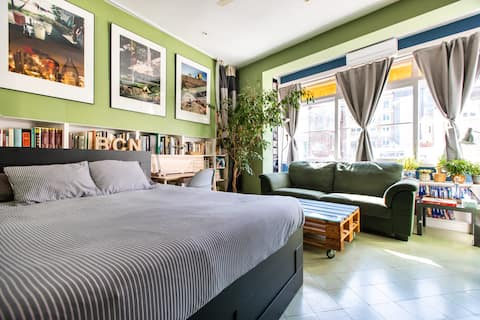 Great Place in Large Studio in Central Barcelona