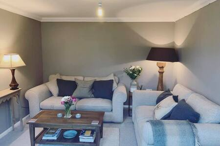 Private sitting room & bathroom in Lesbury!