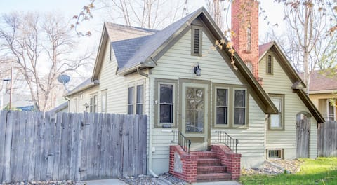 Executive Down Stairs 3 Bedroom with W/D