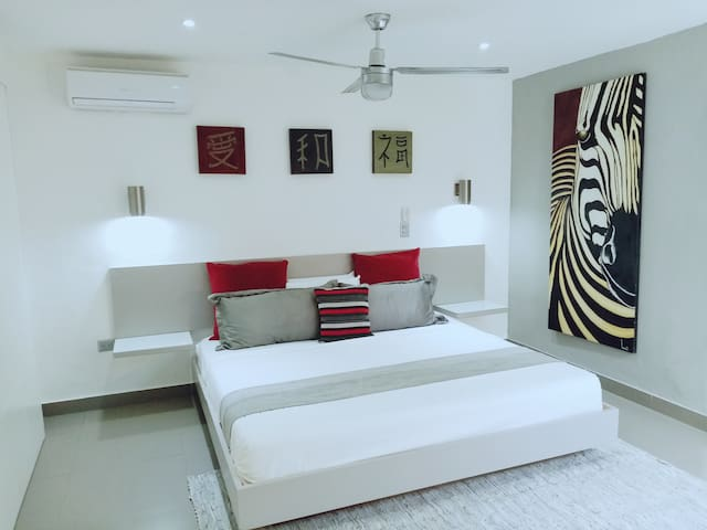CEIBA-Modern Studio+GATED PARKING (65m2)