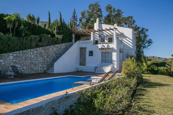 Rustic Villa 3BR with private pool & country views