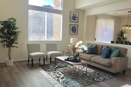 New House 3BR/5Beds/8Guests. 10 minutes to outlet! - Las Vegas