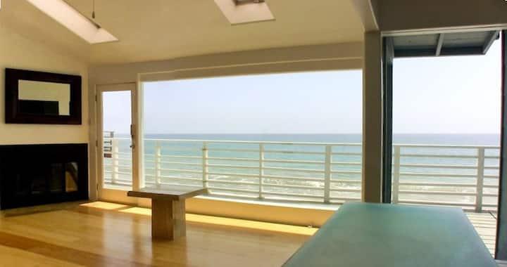 """Walls of Glass"" Amazing Oceanfront!"
