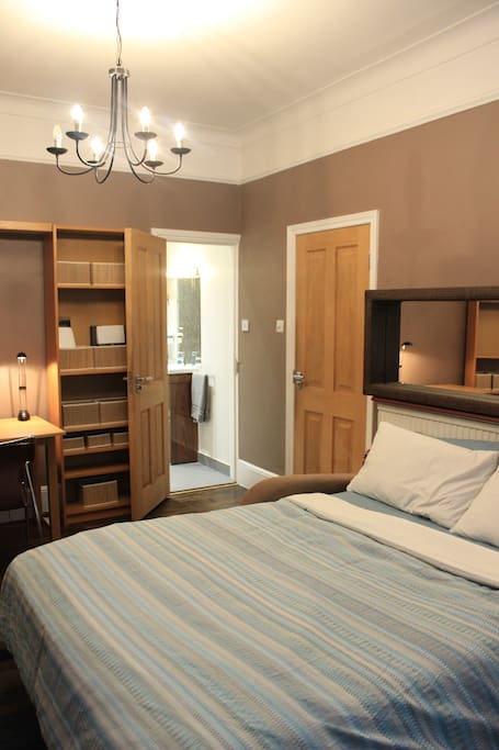 groundfloor large double bedroom with comfortable sofabed and egytian cotton sheets