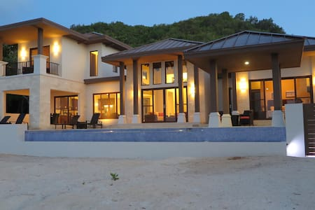 """Living Waters"" Camp Bay Luxury 4 BedroomVilla"