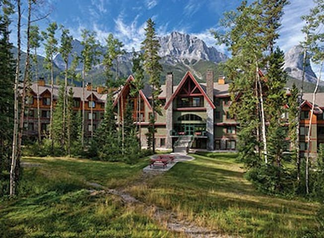 lovely canmore banff studio