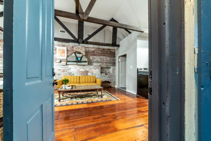 Charming & Funky, Bywater Hideaway