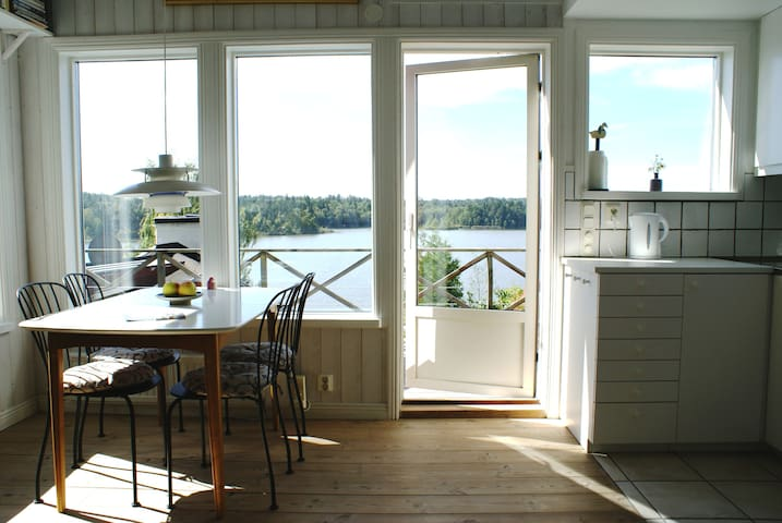 Small villa with space, lake view and nature - Huddinge - Huvila