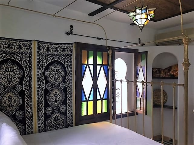 Dar Laman, central location in style