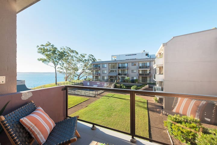 24 'The Poplars', 34 Magnus Street - views, aircon, WIFI, Netflix & Pool