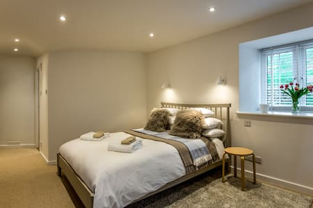 Spacious, contemporary guest suite for up to 4 - Hemyock