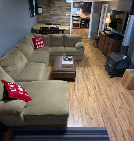 Big couch to cozy up and watch Netflix or sit & play board games (we have puzzles, cards, dice, some board games and books too).