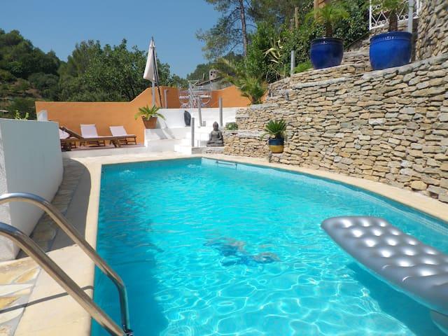 Grande villa de 3 appart séparés, piscine chauffée