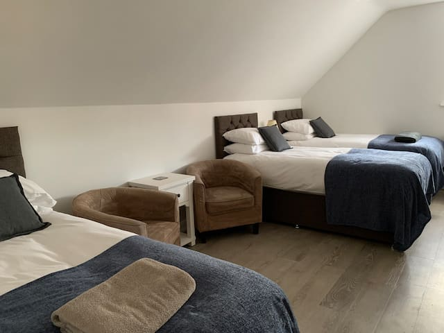 Room 3, Cotswold Hare