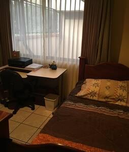 Habitación confortable - Heredia - Σπίτι