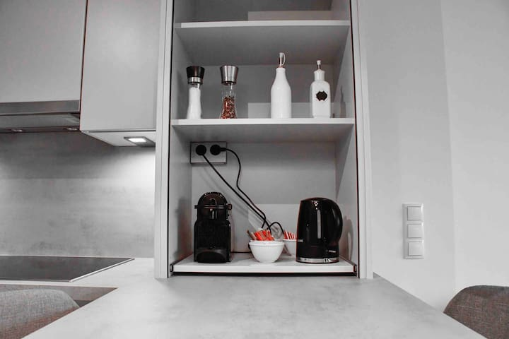 Deluxe 2-room apartment with parking in the center