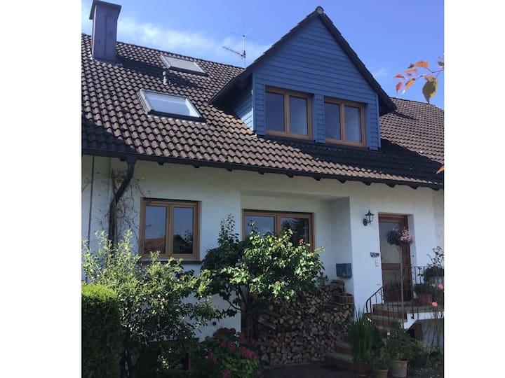 Haus Seeside, Doppelzimmer, Bad, Blick ins Grüne,