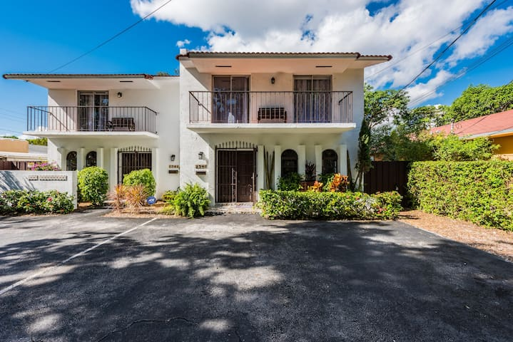 Awesome DUPLEX behind Coconut Grove metro station!