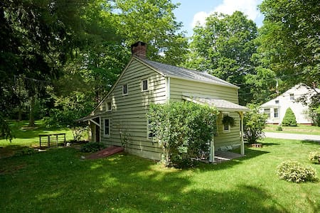 Historic Home for Hikers - Cold Spring - Bungalow