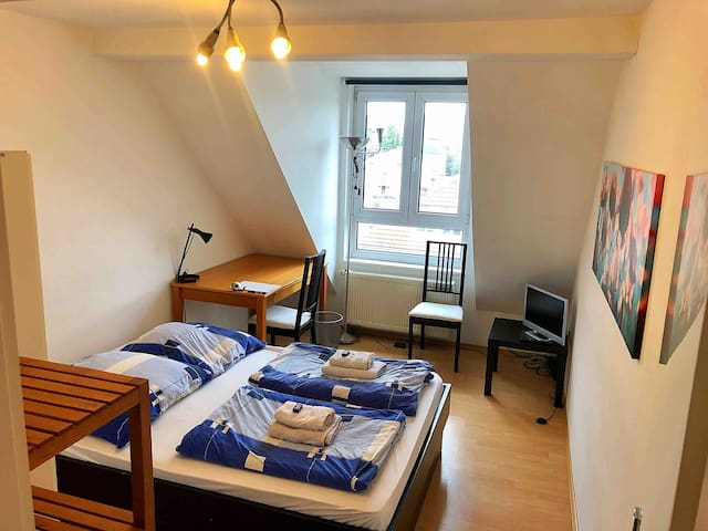 Great flat in a neat area close to Messe