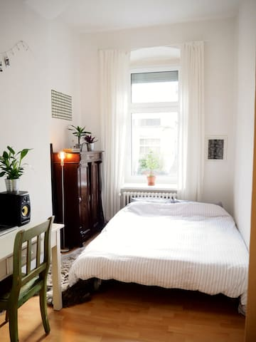 Cosy room in the middle of Kreuzberg