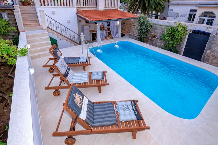 Deluxe villa with private pool and panoramic view
