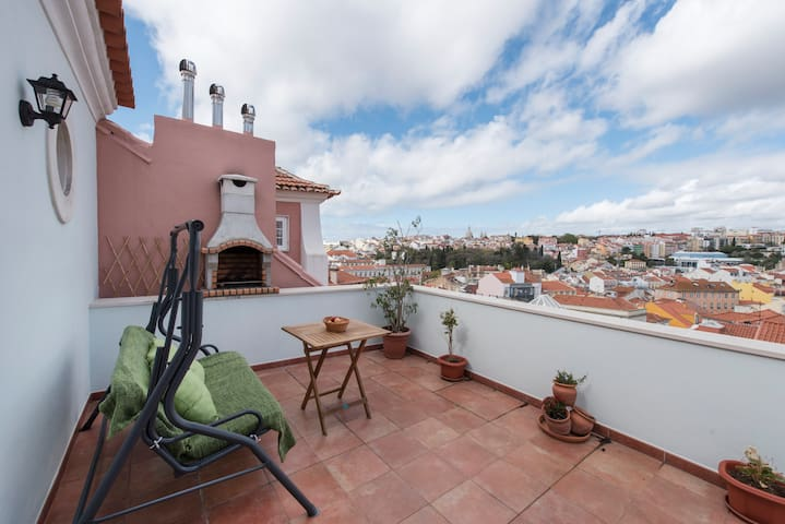 Sunny Central Lisbon Rooftop Flat Terrace & View