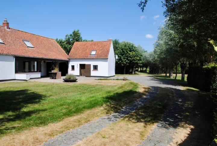 tiny house in de natuur tussen Brugge en de kust