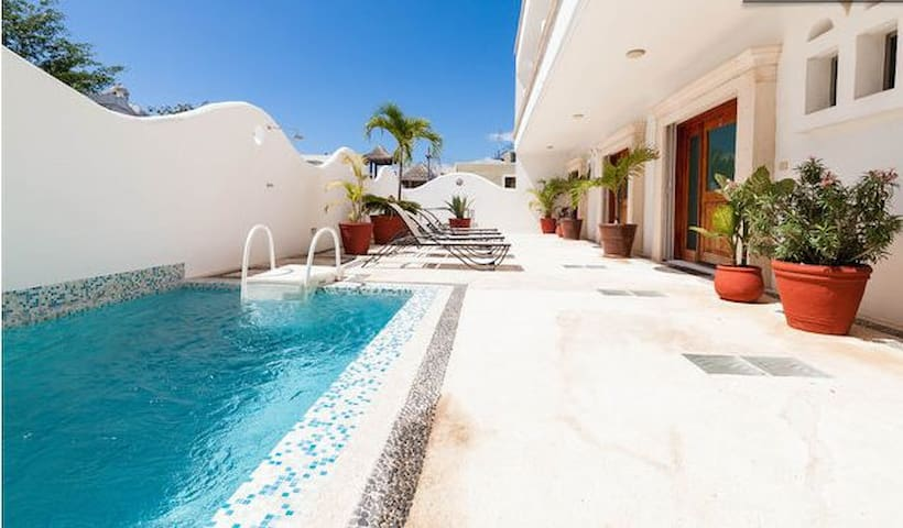 Amazing location with luxurious stay and cheap!