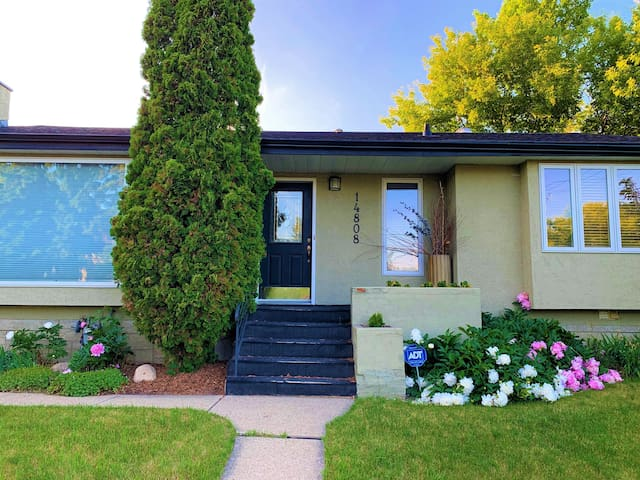Charming and Cozy Home in Crestwood
