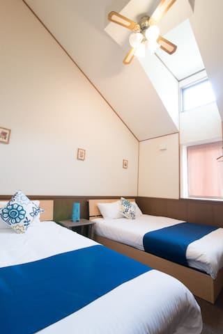 305☆TRIPLE Room☆최대 3명,더블침대1,싱글침대1,FREE WIFI YUFUIN