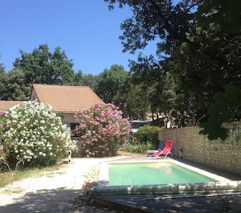 grande maison de vacances-piscine au vert, Uzès - Arpaillargues-et-Aureillac - 度假屋
