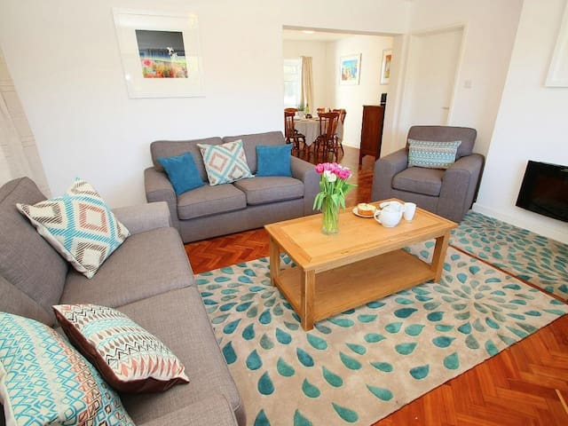 GARDEN APARTMENT, pet friendly in Porthcurno, Ref 959706