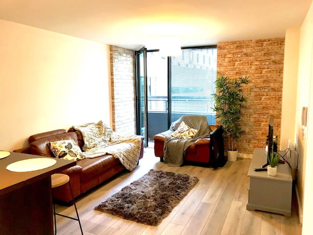 Boutique Northern Quarter Apartment with King Bed