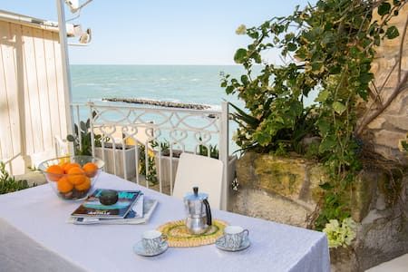 Above the sea , Moby Dick House - Vieste - Apartmen