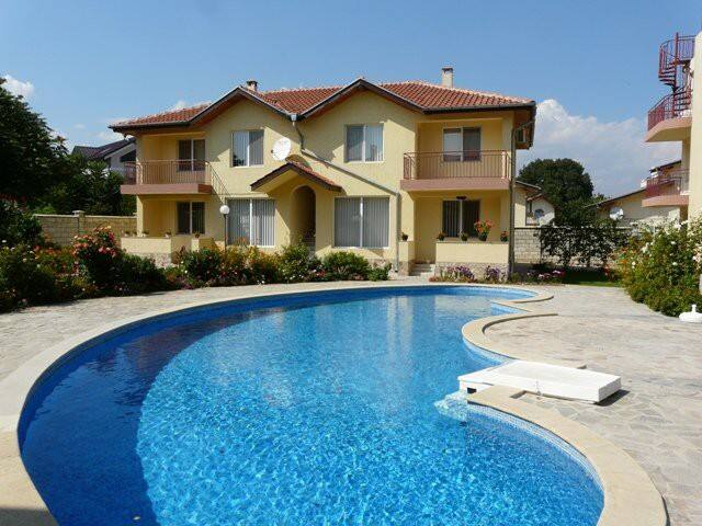 2 bed for 6 , short walk to beach - Kranevo - Apartment